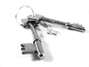 9221-a-set-of-keys-isolated-on-a-white-background-pv-300x225